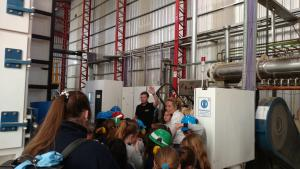 Visita de los alumnos de la Escuela Sagrado Corazón de San Jorge a la planta de Vitalcrops